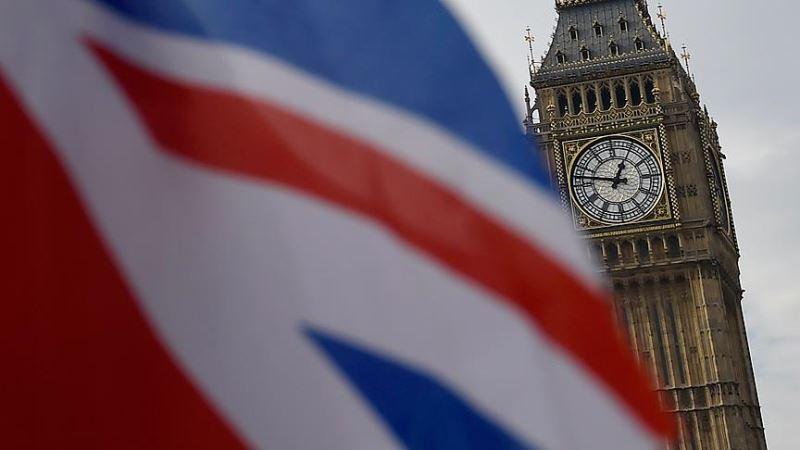 İngiltere vatandaşlık için daha fazla İngilizce istiyor