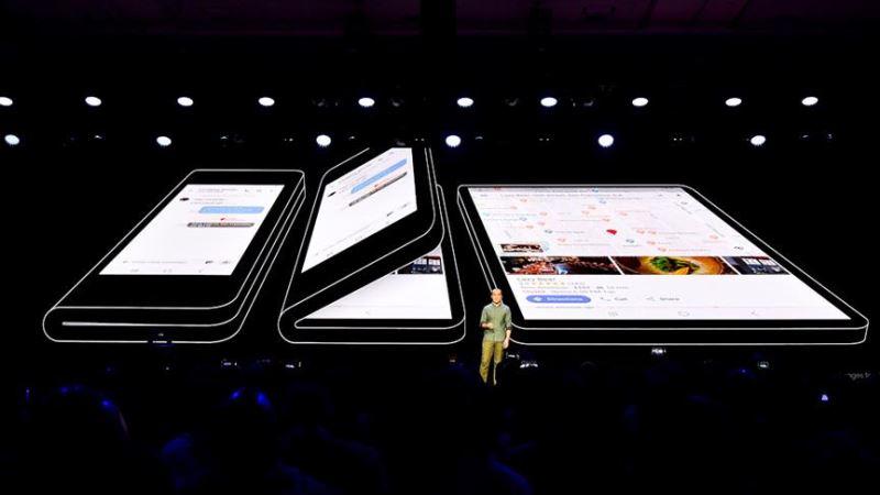 Samsung merakla beklenen telefonunu tanıttı