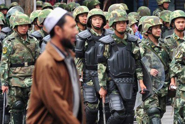 Çin, Uygur Türkleri'ne köle muamelesi yapıyor - SANAL BASIN