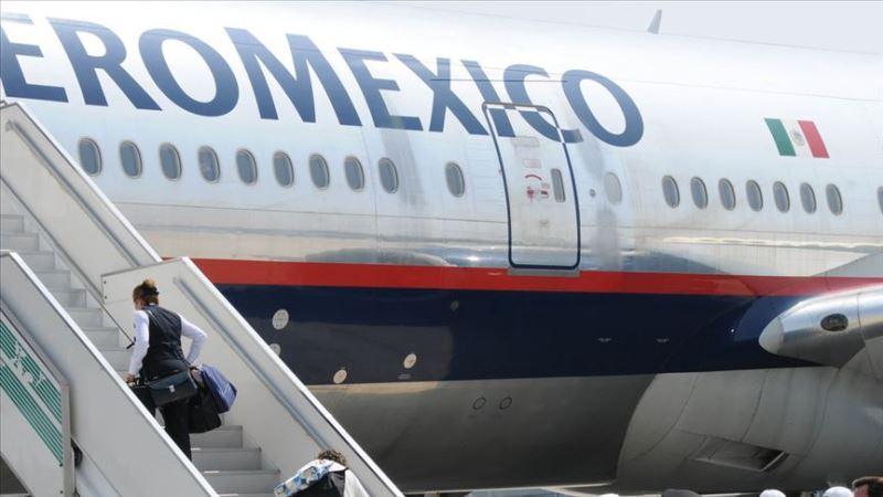 Uçuşu yarım saat geciktiren bakan istifa etti