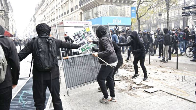 """Image result for Fransa'da grev 3. gününde: 25 yıldır böylesi görülmedi"""""""